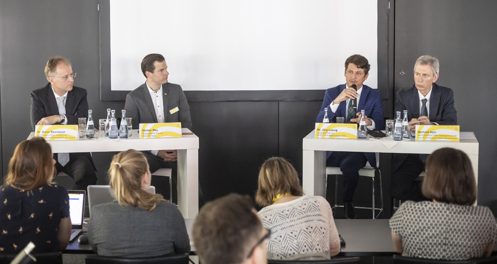 "Image: The expert talk round entitled ""New perspectives are important, but in the present it's essential to focus on market-oriented technology with high customer benefits"". Photo: Messe Stuttgart"