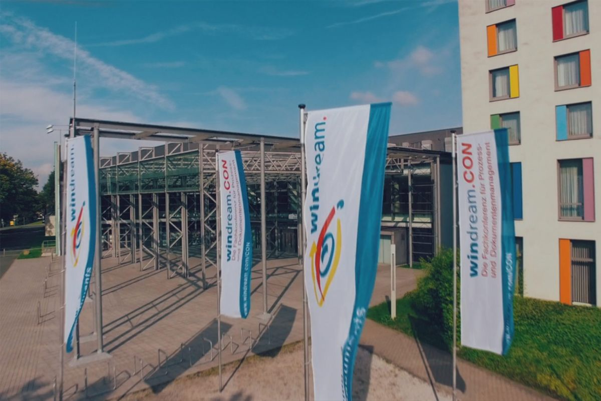 Bochumer RuhrCongress mit windream-Flaggen (Quelle: windream GmbH)